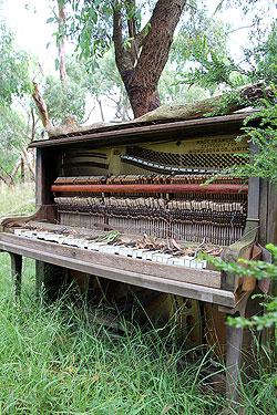 ruined piano 1